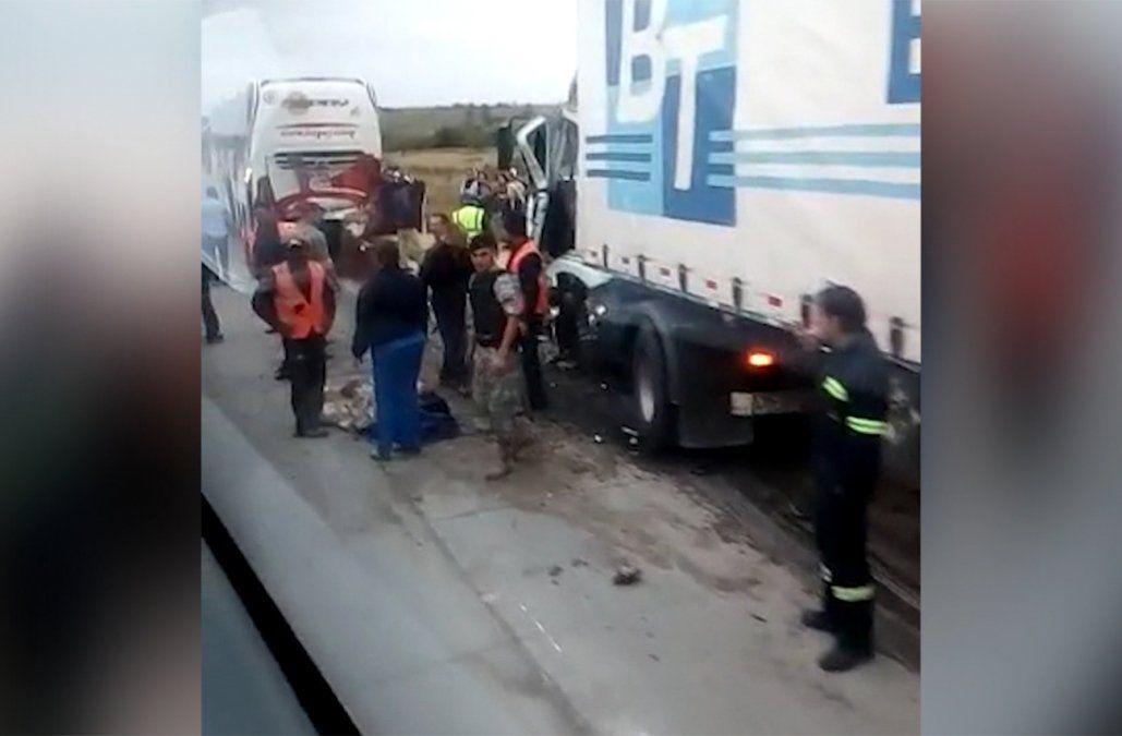 Choque entre un ómnibus y un camión dejó cuatro lesionados en Flores