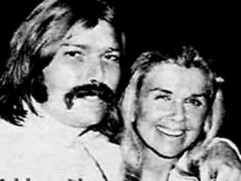 Dorys junto a su hijo Terry Melcher