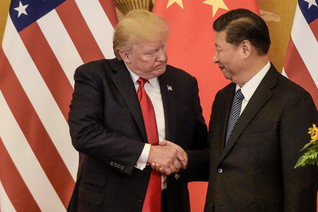 Trump y Xi Jinping se dan la mano en 2017.