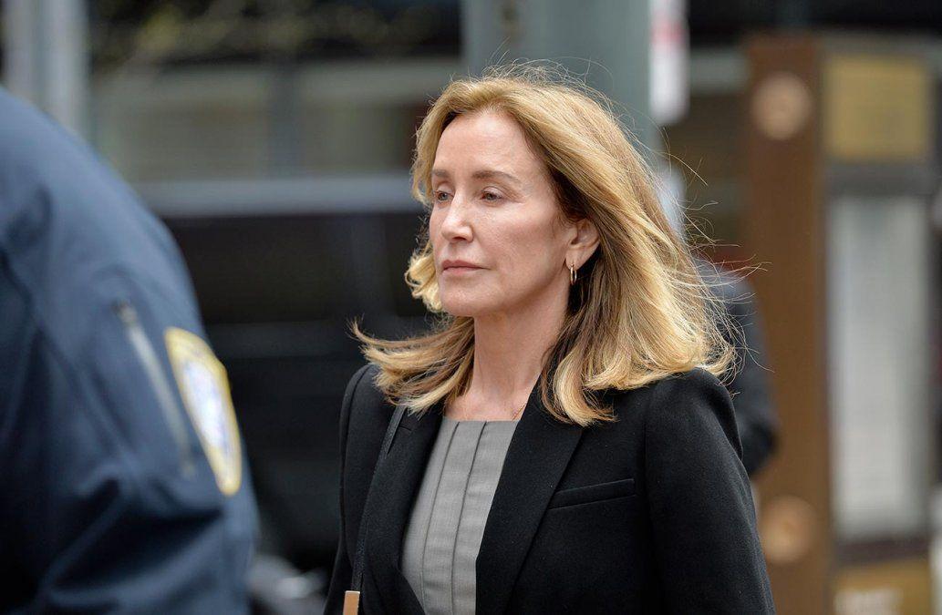 Actriz Felicity Huffman se declara culpable por sobornos para que admitieran a su hija en la universidad