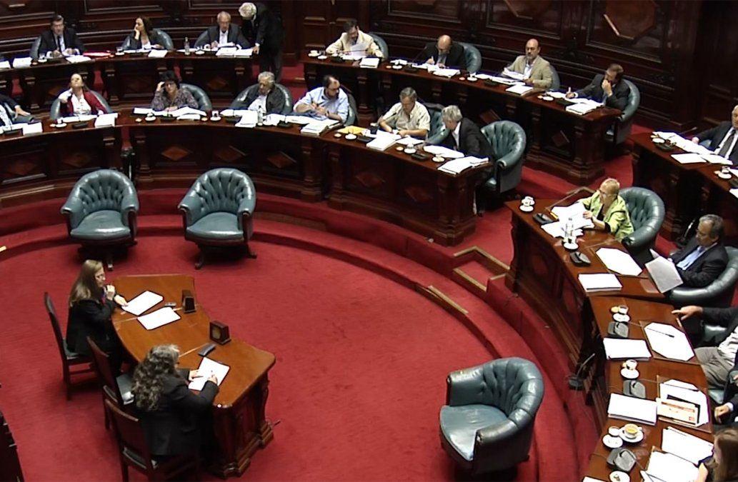Oposición evitó en el Senado la destitución de cuatro generales