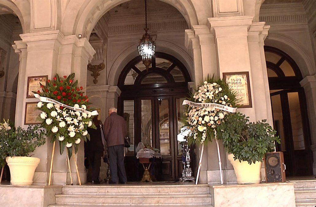 Se realizó el velatorio de Daniel Vidart en el hall de la Universidad de la República