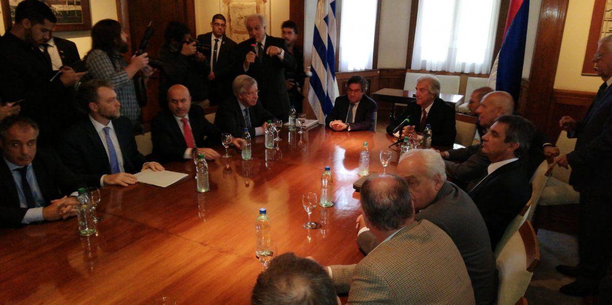 El presidente Vázquez en la residencia de Suárez y Reyes tras recibir a directivos de UPM