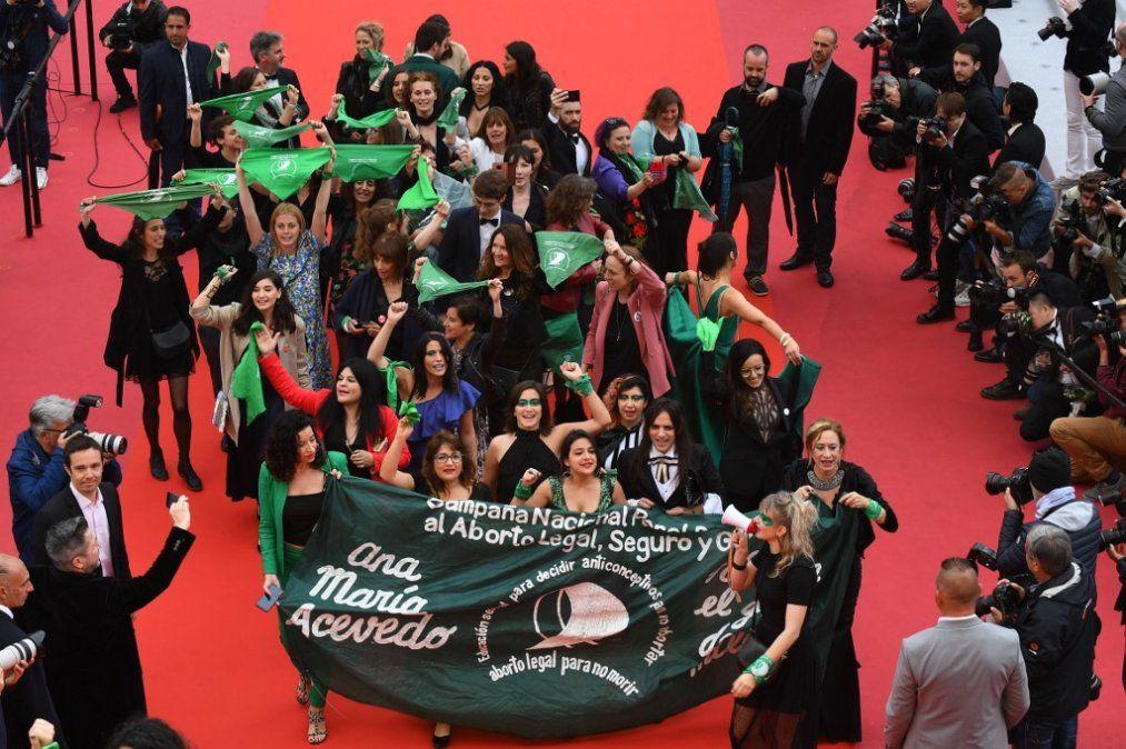 Cannes se tiñe de verde para apoyar la legalización del aborto