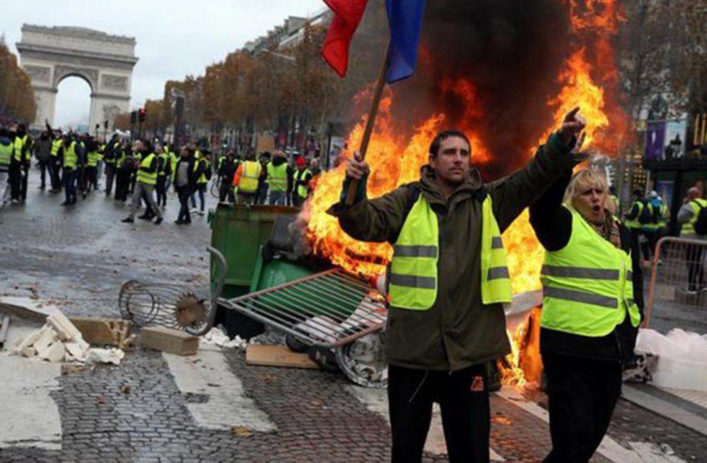 Protesta de chalecos amarillos en Francia cumple seis meses en franca caída