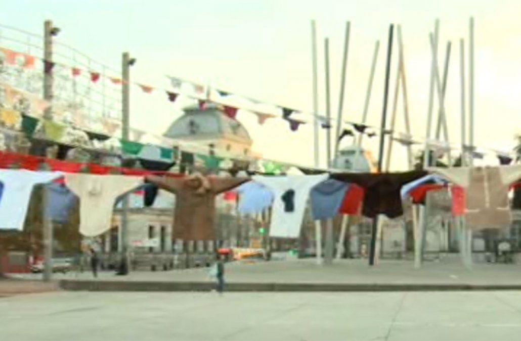 La intervención Ausencias se exhibirá hasta el 31 de mayo en la plaza Mártires de Chicago