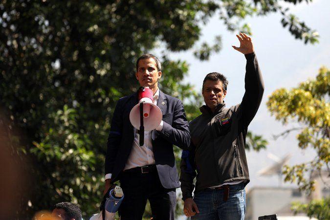Guaidó (izquierda) con su mentor de Voluntad Popular