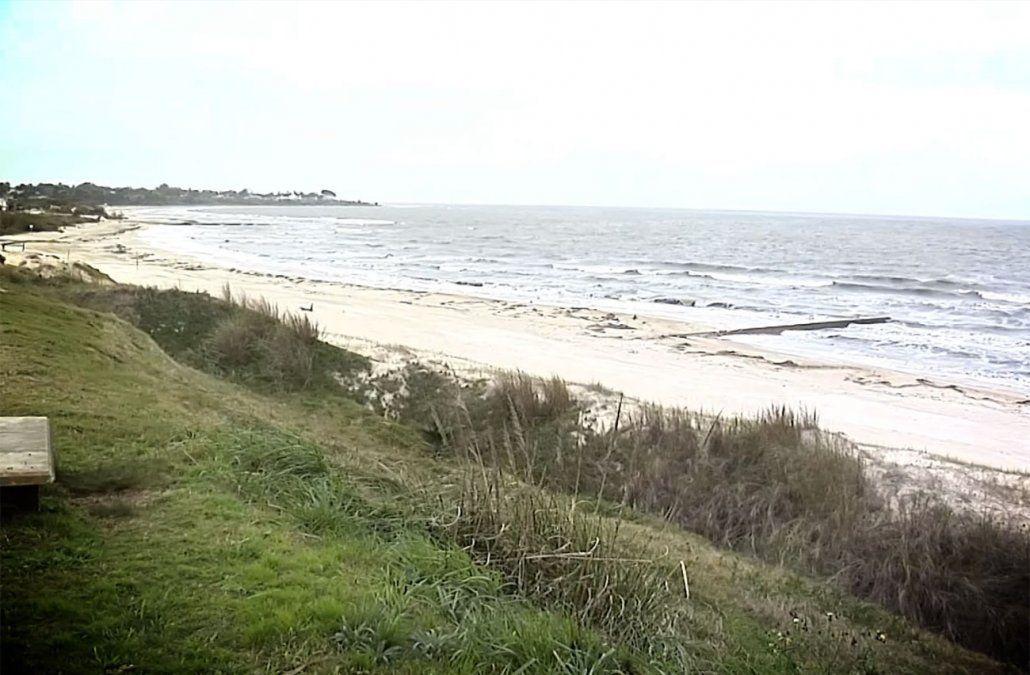 Encuentran el cuerpo de una mujer enterrado en la playa de Bello Horizonte