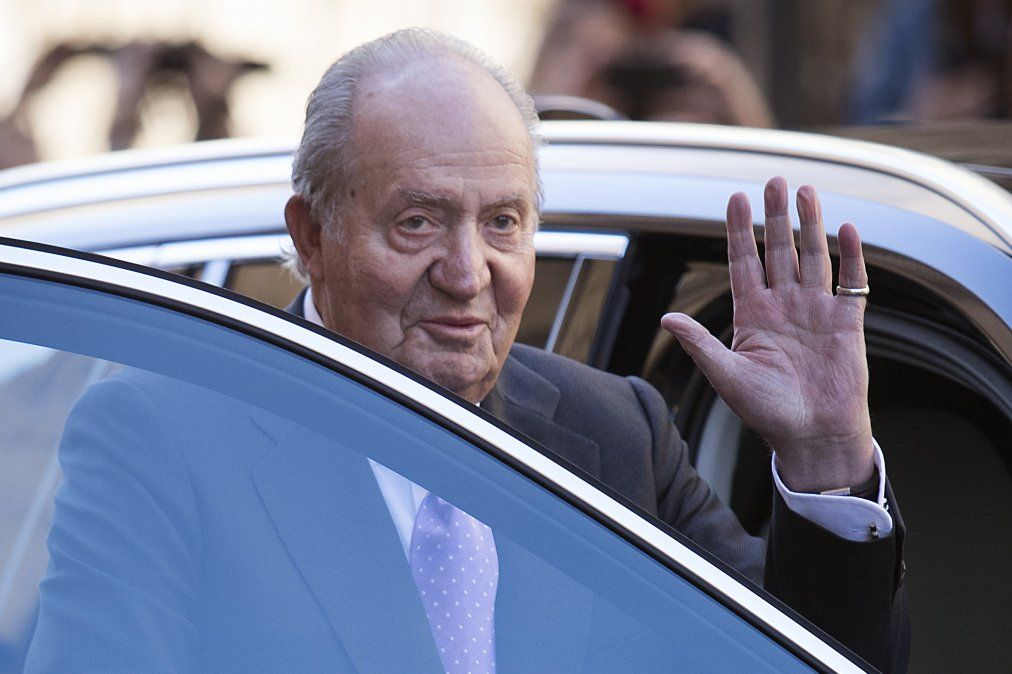 El rey Juan Carlos abandona una vida pública que fue de más o menos en materia de popularidad