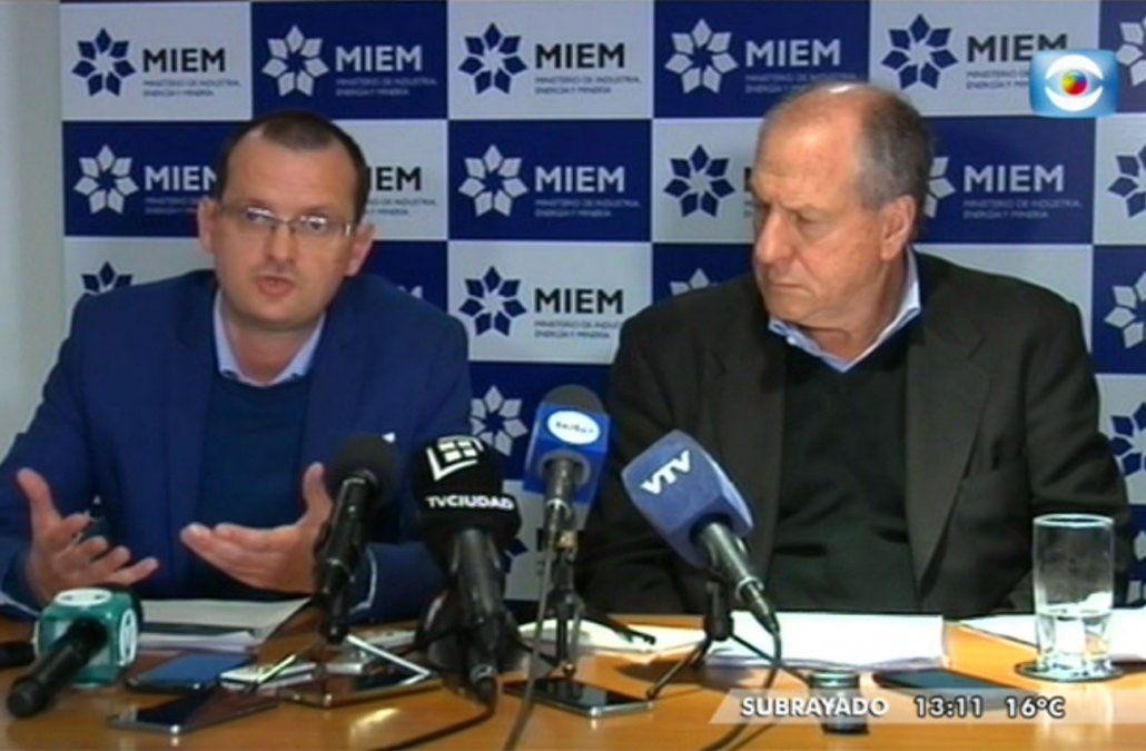 Foto: ministros Moncecchi y Murro en conferencia de prensa este martes 28 de mayo.