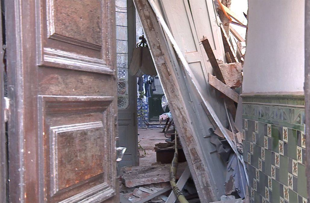 Derrumbe causó destrozos en una casa cuando una mujer y sus cuatro hijos dormían