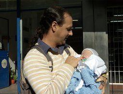 Apelaciones confirmó fallo que otorga licencia al padre soltero que tiene su bebé a cargo