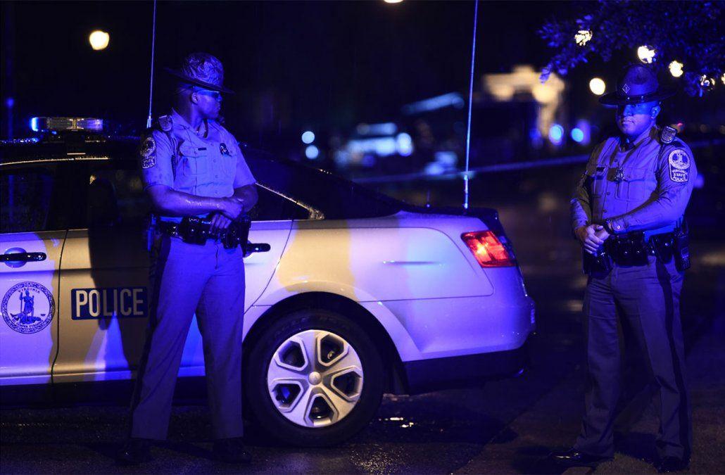 Un hombre mató a tiros a 12 personas en un edificio público en EE.UU.