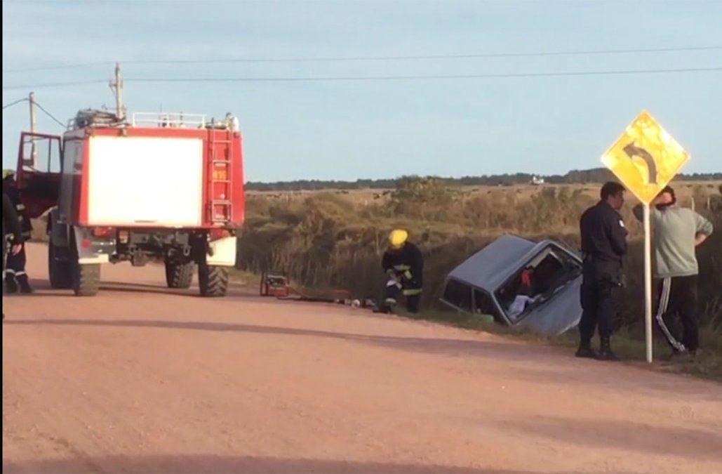 Una mujer que viajaba como acompañante murió tras el vuelco de una camioneta