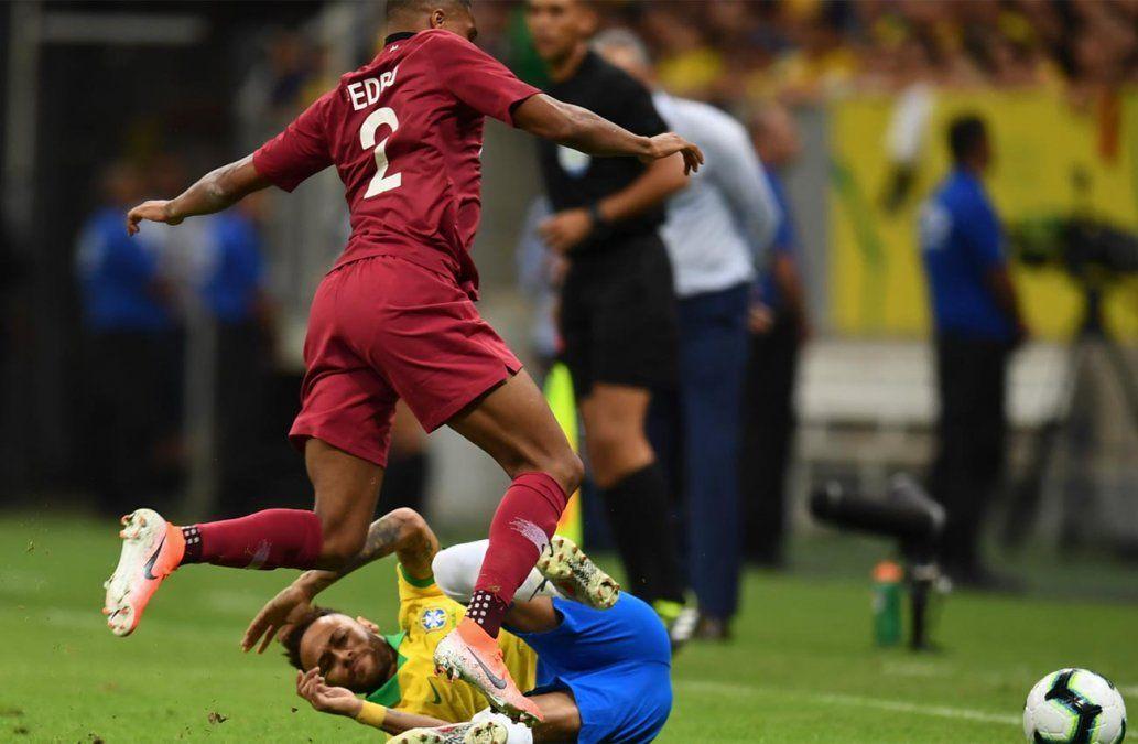 Neymar abandona rengueando el amistoso de Brasil contra Catar en el primer tiempo