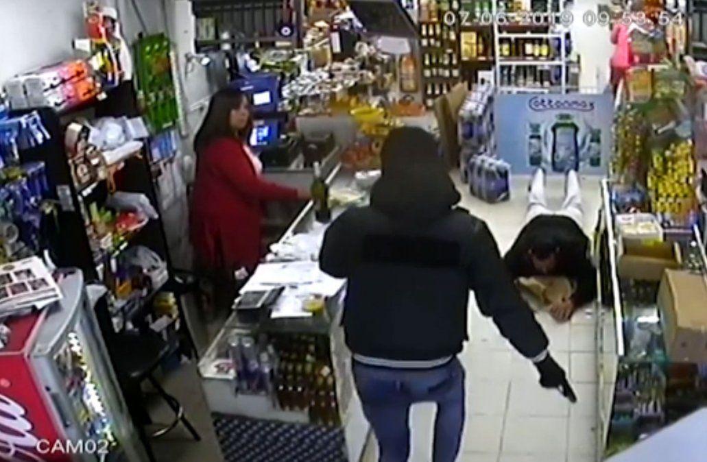 Otra vez delincuentes intentan prender fuego un comercio en el que opera un local de pagos