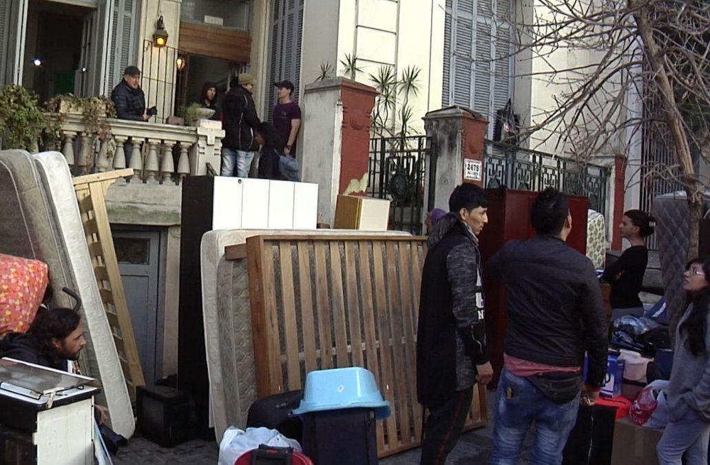 Desalojaron a 34 inmigrantes estafados y la Intendencia consiguió alojamiento provisorio