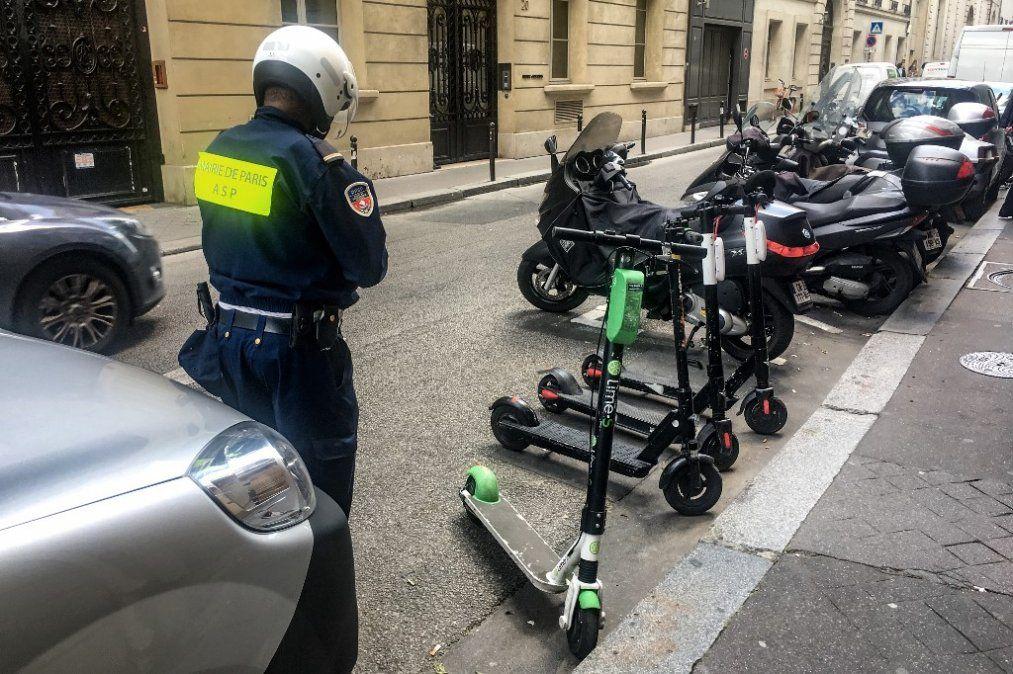París enfurecida por el caos y los accidentes provocados por monopatines eléctricos