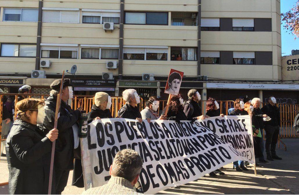 Realizan escrache contra prisión domiciliaria de Nelson Bardesio