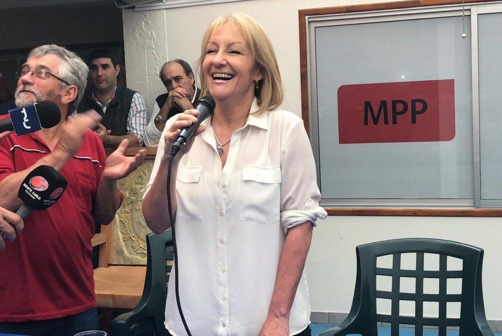 Carolina Cosse se queja de la invisibilidad que sufre por ser la única mujer en campaña