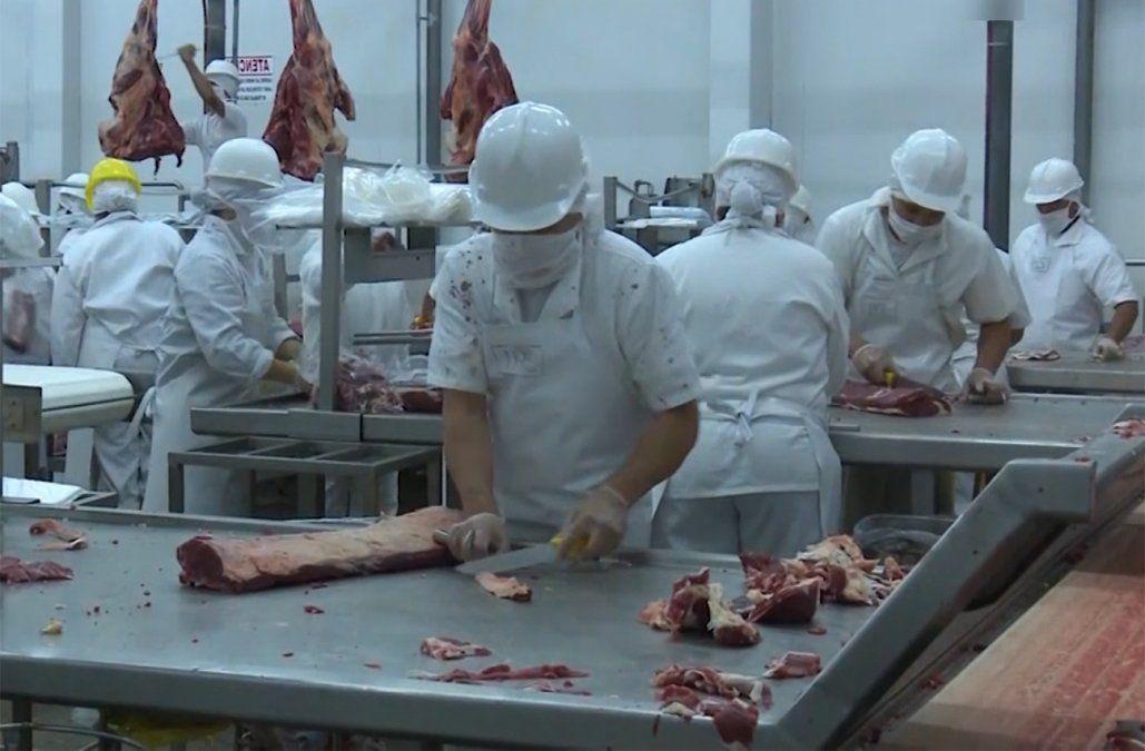 Vuelve a subir la carne vacuna y la de pollo aumenta 15 pesos el kilo