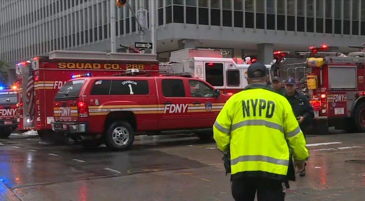 Un helicóptero se estrelló contra un edificio en Nueva York y dejó como saldo la muerte del piloto