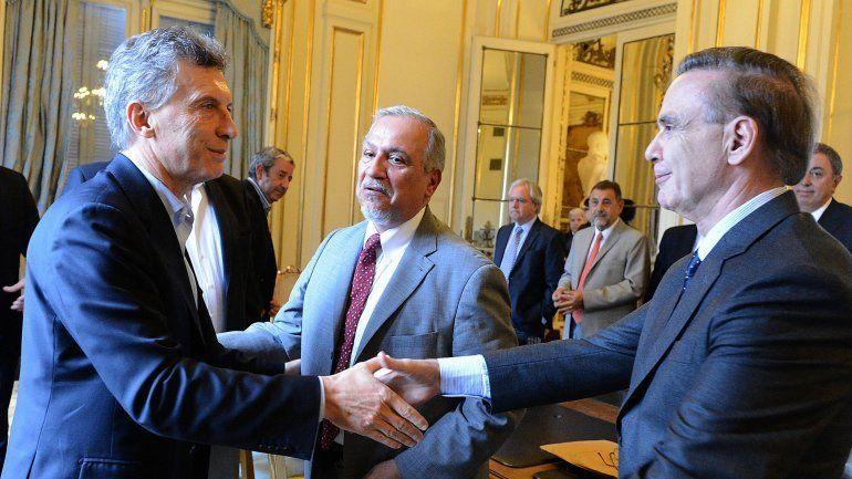 Pichetto y Macri se saludan mucho antes de esta alianza política