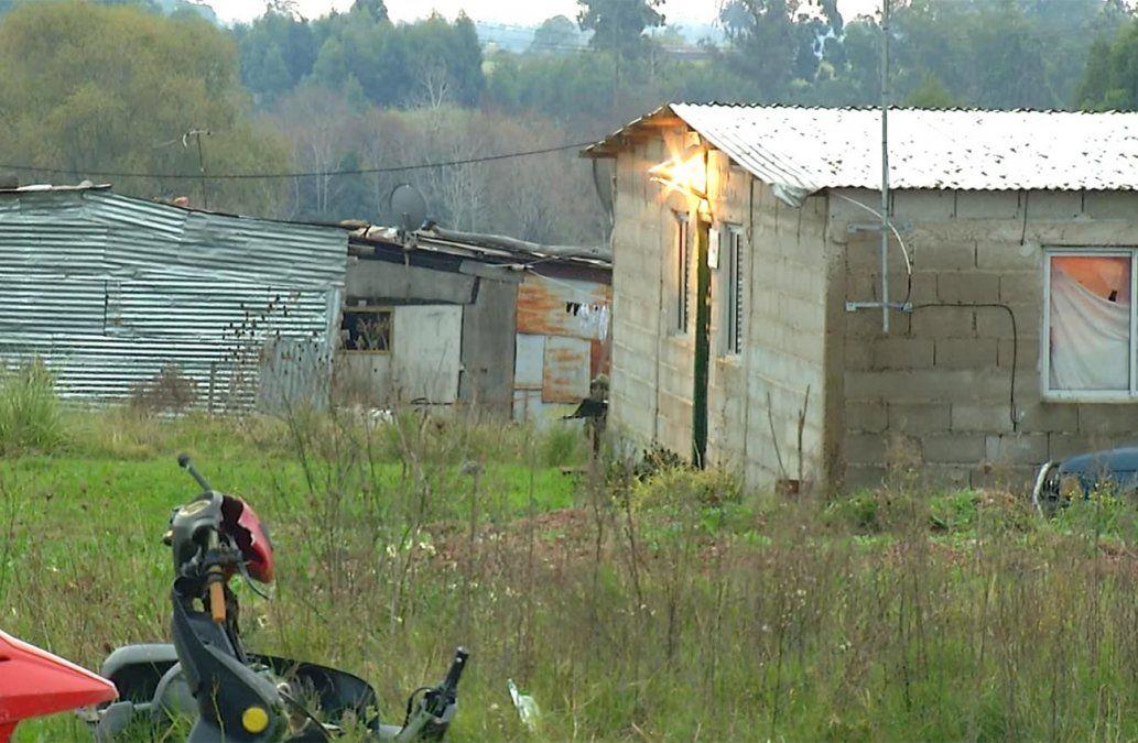Diez familias fueron intimadas a dejar el terreno que ocupan en Camino Mendoza