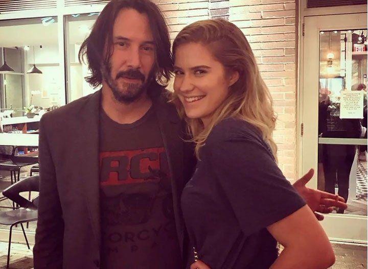 ¿Protegiéndose del #MeToo?: Keanu Reeves no toca a las fanáticas en las fotos