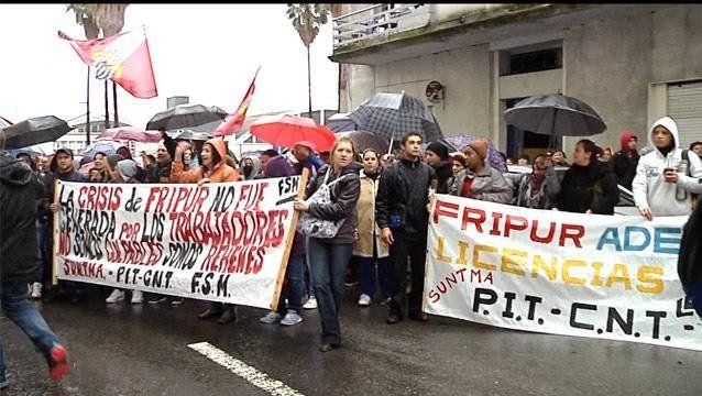 Obreros de Fripur reclaman ante el Ministerio de Trabajo en 2014.