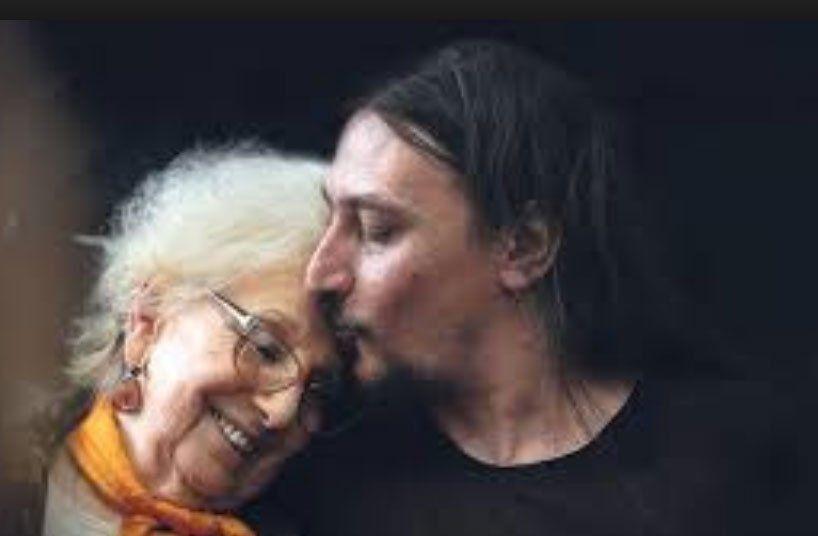 Javier Matías Darroux Mijalchuk tenñia 5 meses cuando desapareció. Aquí con Estela de Carlotto.