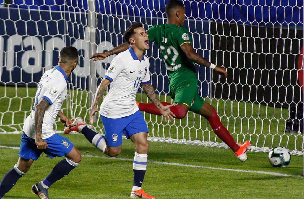 Brasil se afirmó en Coutinho y goleó 3-0 a una sufrida Bolivia en el debut