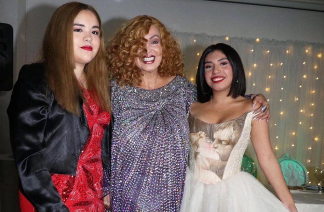 Beatriz Salomón junto a sus hijas Noelia y BetinaFerriols.