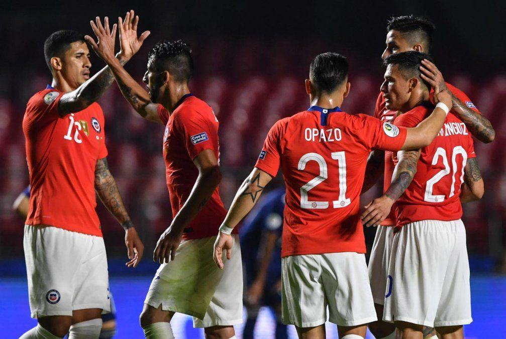 Chile goléo a Japón con goles de Sánchez, Pulgar y dos de Vargas