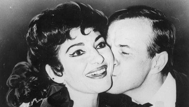 Junto a la cantante María Callas