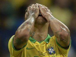 Roberto Firmino lo dice todo con su gesto, Brasil se fue silbado