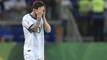Argentina vuelve a fallar en Brasil 2019, pero Messi y Armani evitan una tragedia
