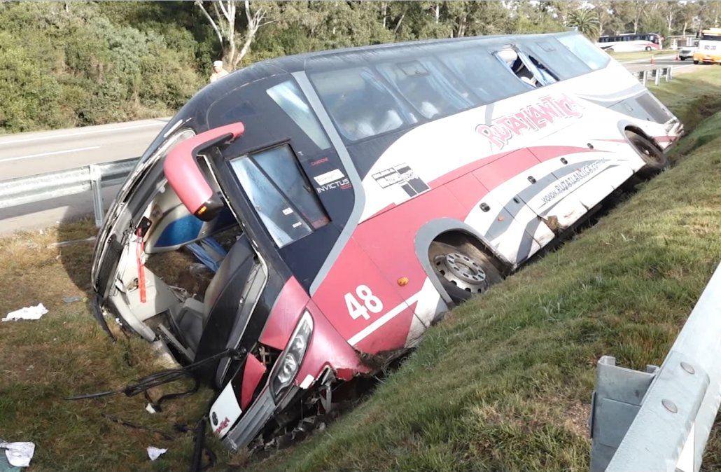 Ómnibus argentino volcó y hubo varios heridos; iban a un concurso de reggaeton
