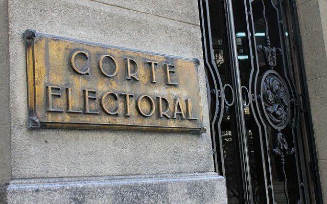 Fachada de la Corte Electoral en Ciudad Vieja