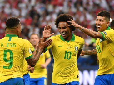 Brasil le pasó por arriba a Perú 5-0 y clasificó a cuartos de final como líder de grupo