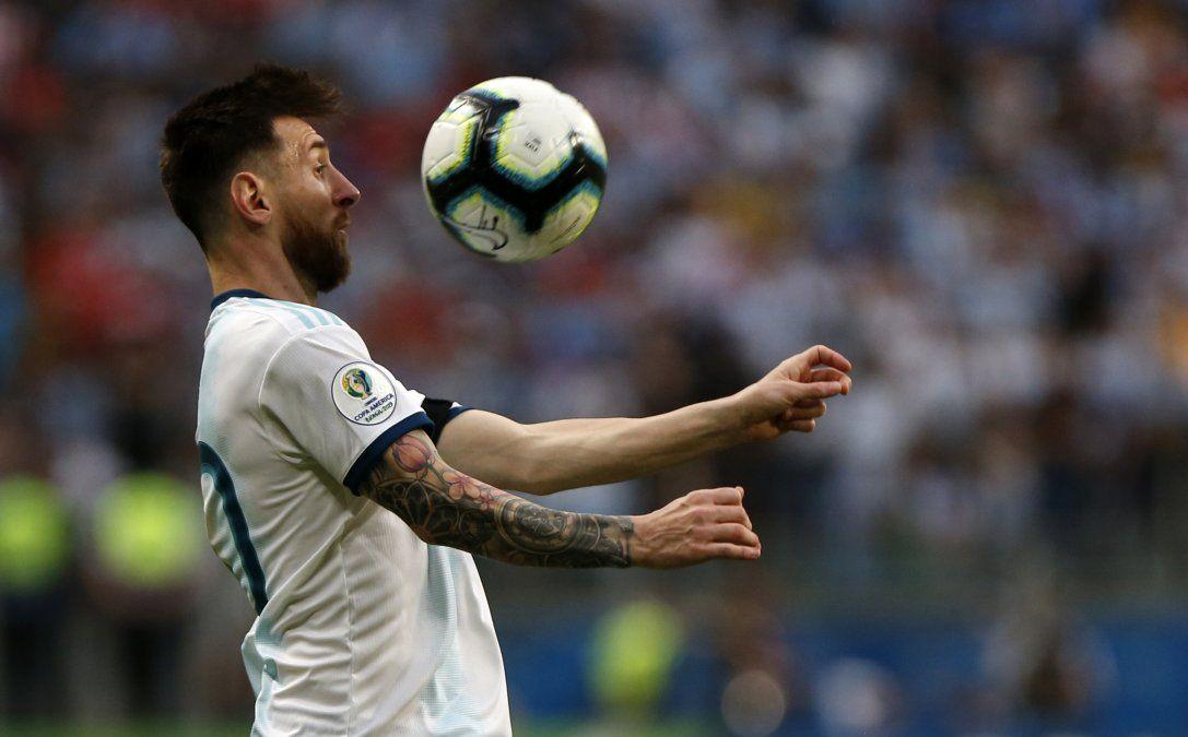 Messi cumple hoy 32 años con el regalo de un pase a cuartos de final