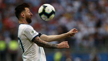 Messi cumplió 32 años con el regalo de un pase a cuartos de final