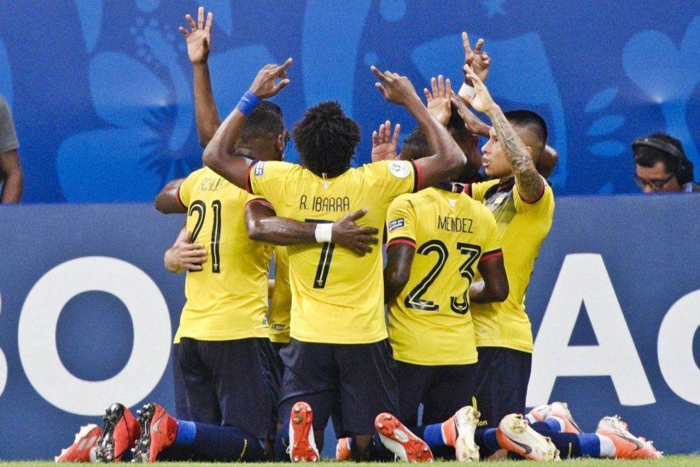 Los ecuatorianos de Bolillo Gómez van por su primera victoria