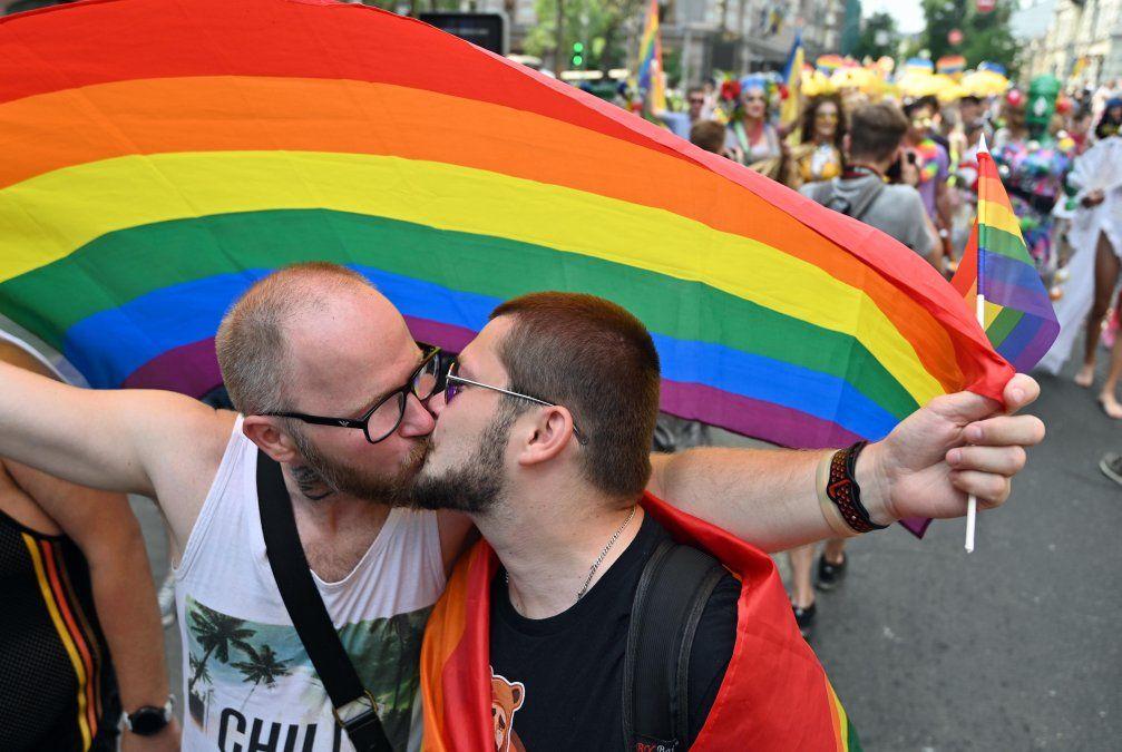 Más de 8.000 personas participaron de la marcha del orgullo gay en Kiev