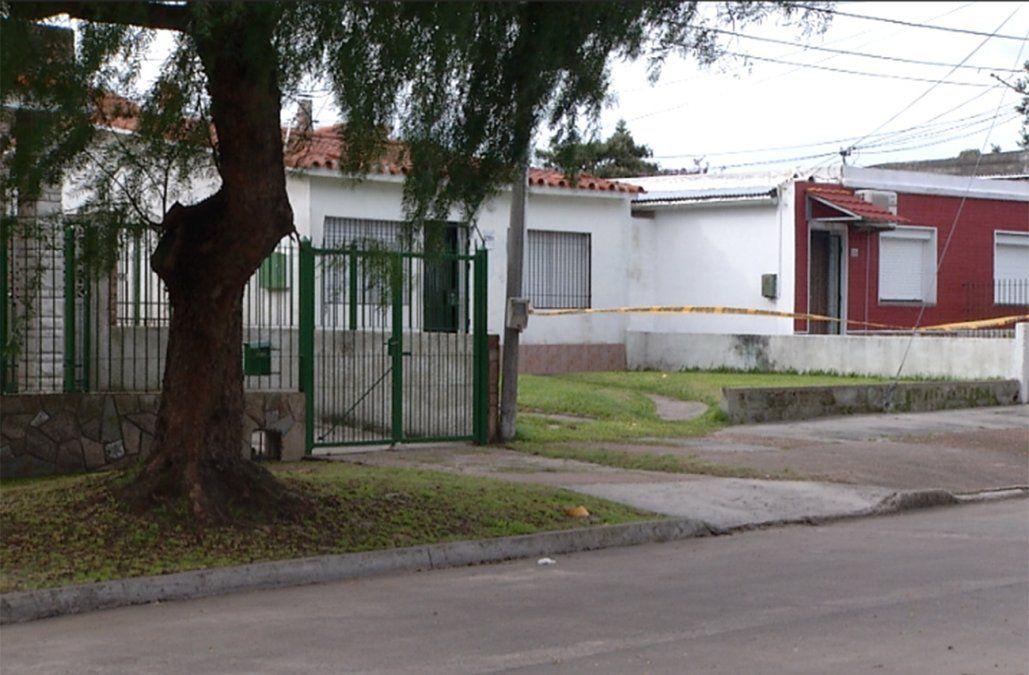 Un hombre mató a la mujer que lo cuidaba en su casa y se quitó la vida de un disparo