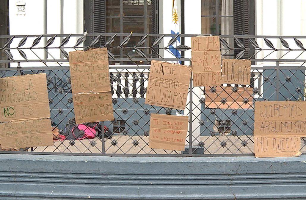Justicia ordenó quitar de liceos los carteles contra la reforma sobre seguridad