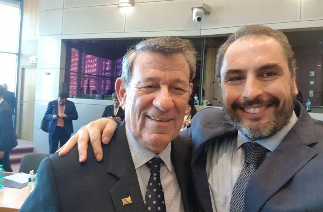 Foto: canciller Nin Novoa y subsecretario de Economía Pablo Ferreri en Bruselas (publicada por Ferreri en Twitter.