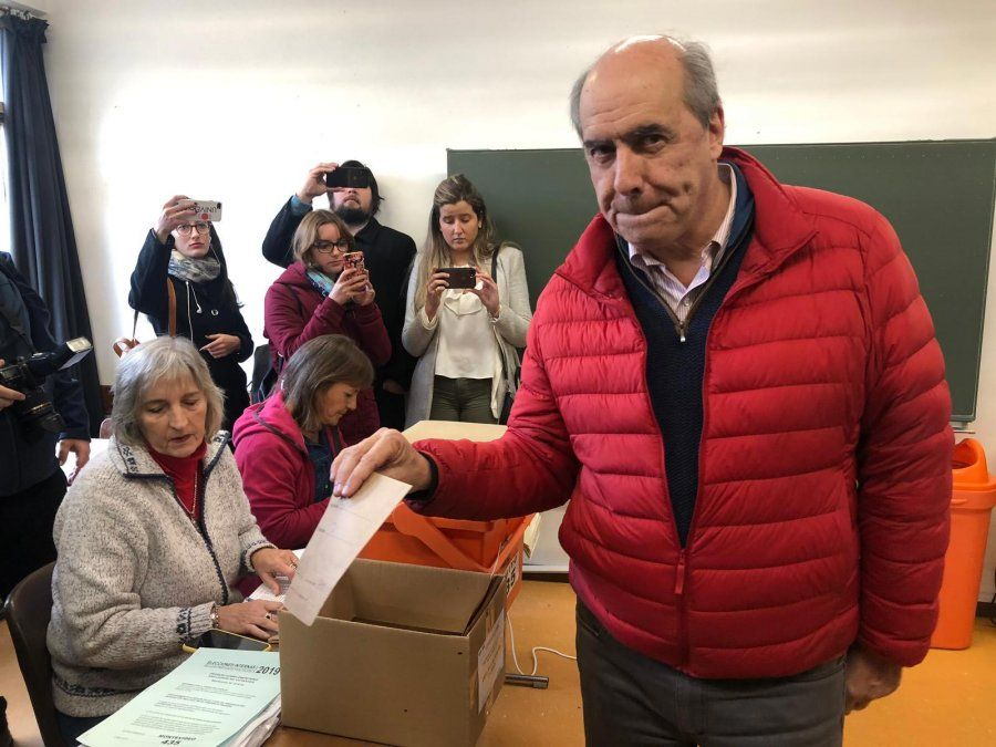 Amorín Batlle: depende de cómo actuemos los políticos que la gente tenga más confianza y vote