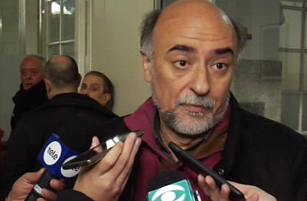 El sociólogo Mieres votó en el Colegio Adoratrices en Mercedes y Ejido