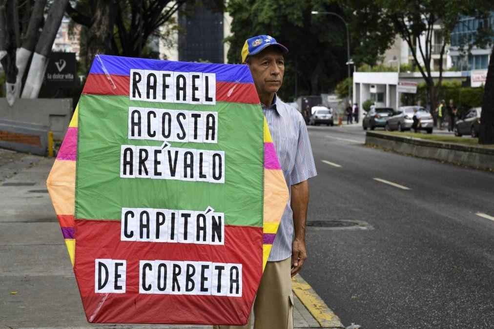 Protestas en Venezuela por los apremios físicos que desencadenaron la muerte del oficial opositor